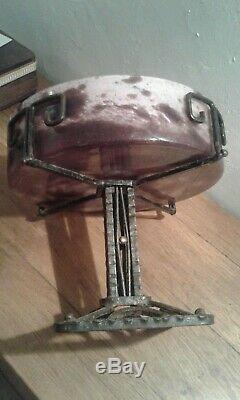 Ancien. Art déco. Coupe pâte de verre et pied en fer forgé. Signé lorrain