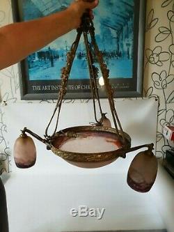 Ancien lustre avec vasque et trois tulipes pâte de verre, signé Degué