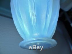 Ancien vase en verre opalescent signé sabino paris france art déco art nouveau