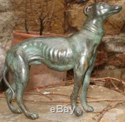 Bronze Ancien Lévrier à patine verte 1930 Chien Art Deco non signé Greyhound