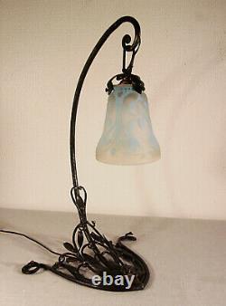 DAUMNANCY CAYETTE Lampe végétale en fer forgé et tulipe signée 1920/1925