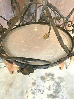 Grand lustre art-déco Fer forgé et verre moulé Signé SCHNEIDER