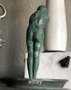 LE VERRIER Max (1891-1973) La frileuse Cendrier en régule à patine verte Signé