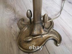 Lampe Art déco / Art nouveau en bronze. Tulipe en pâte de verre signée Dégué