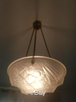 Lustre Art Déco vasque en verre presse, moule signé MOUYNET, chandelier light