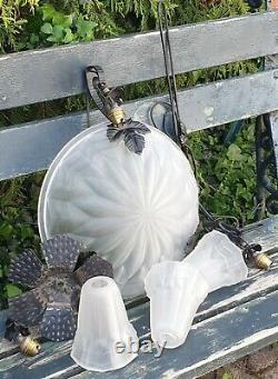 Lustre en Verre Dépolie, complet, avec ses 3 Tulipes, Signé DEGUE