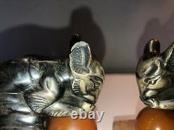 MOREAU Hippolyte Serre livres en métal argenté représentant des écureuils Signés