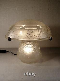MULLER FRERES Lampe champignon art déco en verre moulé pressé signée