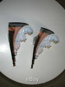 Paire d'appliques d'angle Art déco ezan métal et verre opalescent signées