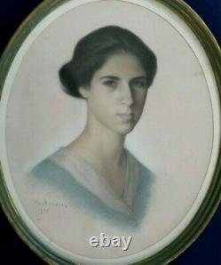 Portrait au pastel 1935 signé Ch Perrin Jeune Femme