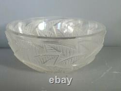 R. Lalique Coupe Art-déco verre signée. Très bon état