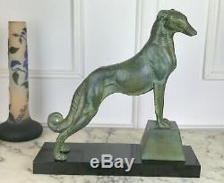 Sculpture Art Deco Representant Un Levrier Sur Socle Marbre Signée Carvin