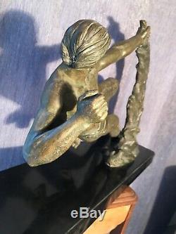Statue Art Deco Signe Limousin. Période Art Deco 1925. Homme Nu Viril Noel 2019