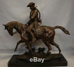 Statue Cheval Chasse Animalier Valet Style Art Deco Bronze massif Signe