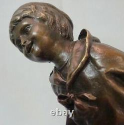 Statue Enfant Style Art Deco Style Art Nouveau Bronze massif Signe