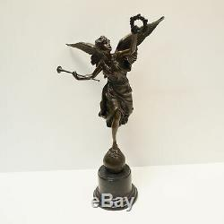 Statue Sculpture La victoire Style Art Deco Style Art Nouveau Bronze massif Sign