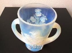 Vase à anses verre opalescent moulé à décor floral signé Verlys France Art Déco
