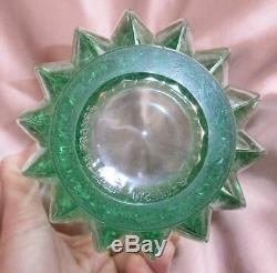 Vase art déco en verre moulé couleur vert d'eau signé Pierre d' Avesn